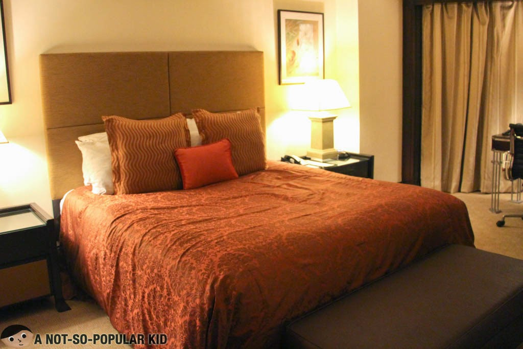 The Queen Size Bed of the Executive Suite in Diamond Hotel