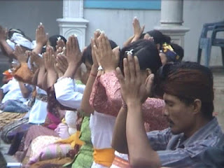 Ngembak Geni, Prosesi Umat Hindu Akhiri Brata Penyepian