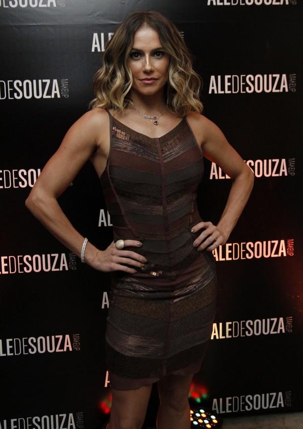 A atriz Déborah arrasa com vestido de R$ 5 mil