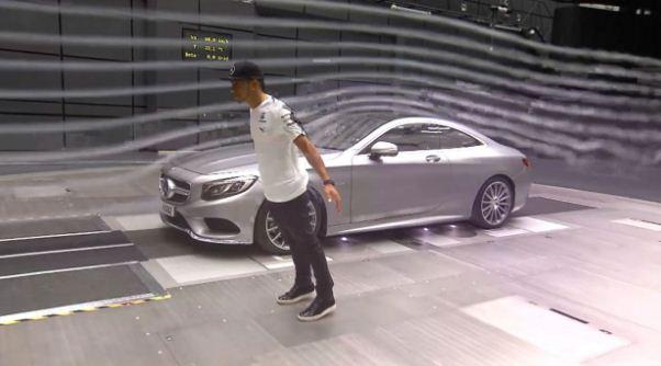 Lewis Hamilton mengunjungi pengujian aerodinamic mobil Marcedes di Wind Tunel