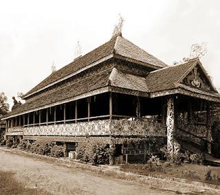 Keunikan Rumah Adat Tradisional Lamin suku Dayak Kalimantan Timur Tempat Wisata Keunikan Rumah Adat Tradisional Lamin suku Dayak Kalimantan Timur