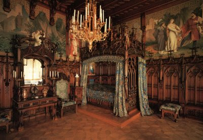 Revival of Medieval-Renaissance Bedrooms in the Goth Scene (part 3