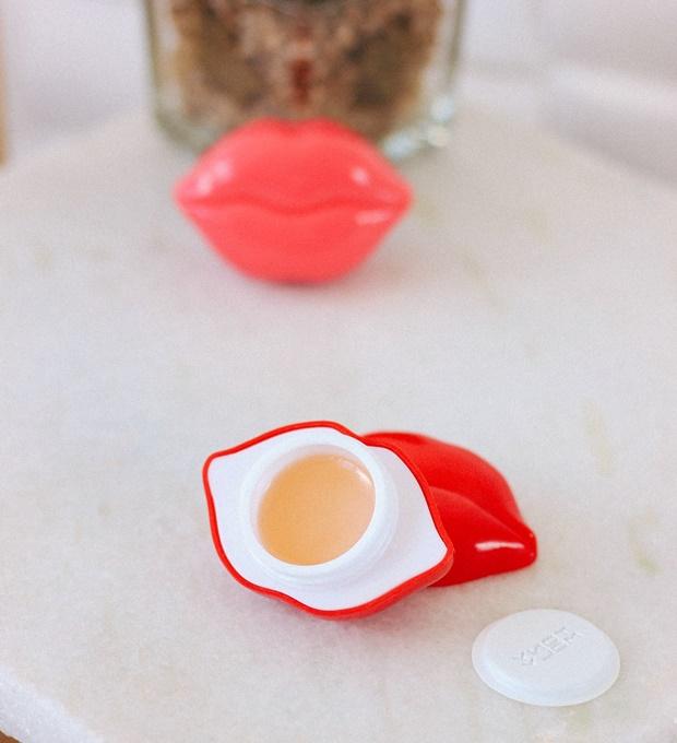 Kiss Kiss Lip Essence Balm SPF 15 PA+, Tonymoly, Style Korean, esfoliante para os lábios, hidratante para os lábios, lips scrub, cuidados com os lábios da boca, makeup, maquiagem