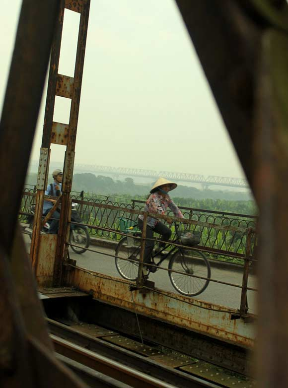 Hanoi Red River bridge - hanoiweather.info