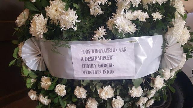 La emotiva corona de flores que mandó Charly García al velorio de Santiago Maldonado: