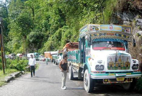 Vehicles stuck on NH10 road that connects Sikkim to north Bengal