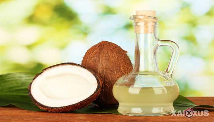 Cara memerahkan bibir dengan minyak kelapa