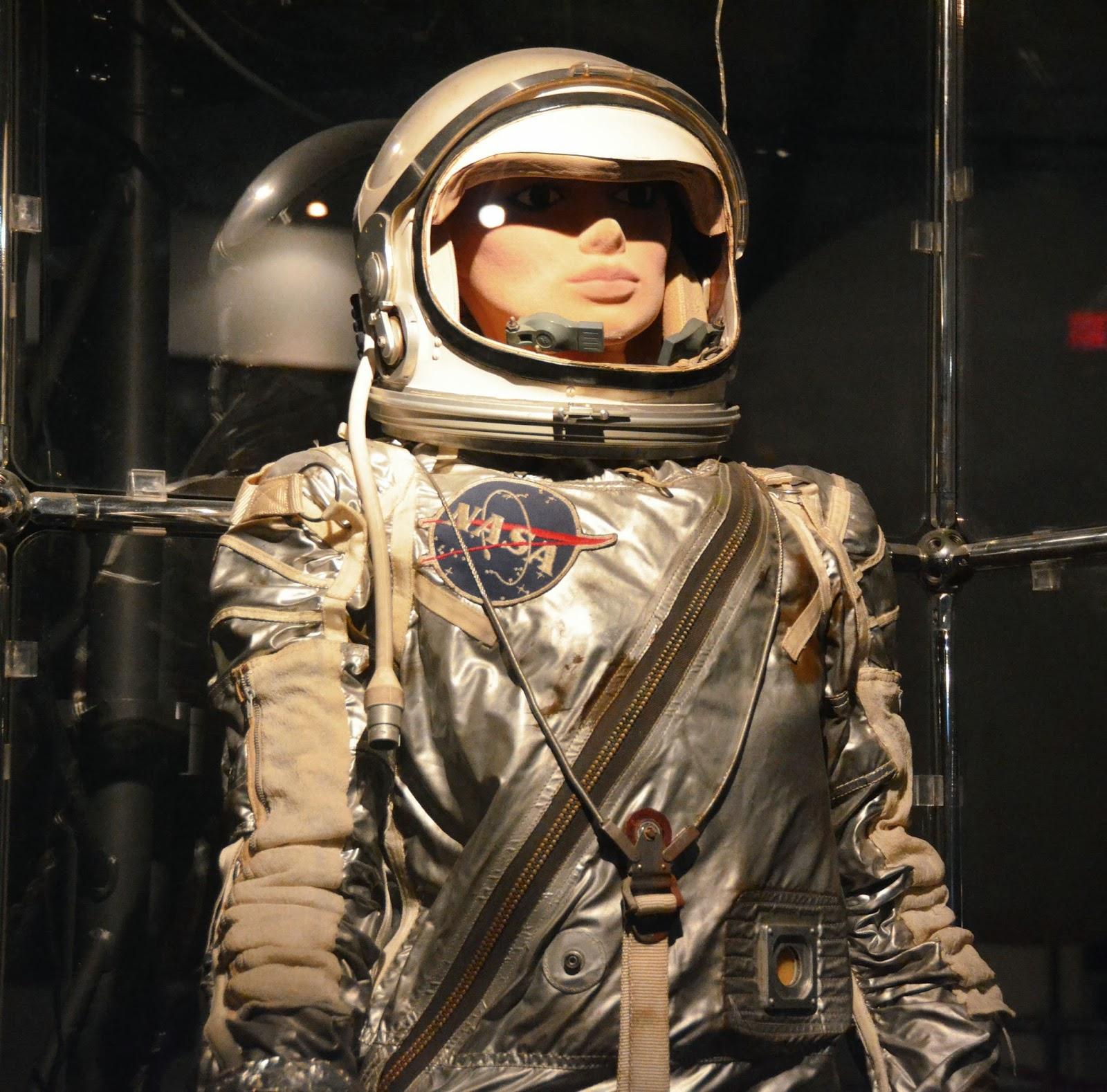 Future Astronaut Suit - Pics about space