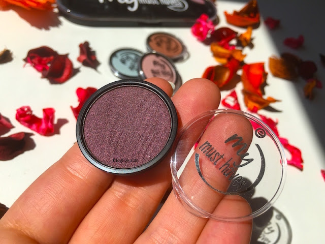 ESSENCE MY MUST HAVES REFİL FARLAR 18 BLACK AS A BERRY EYESHADOW