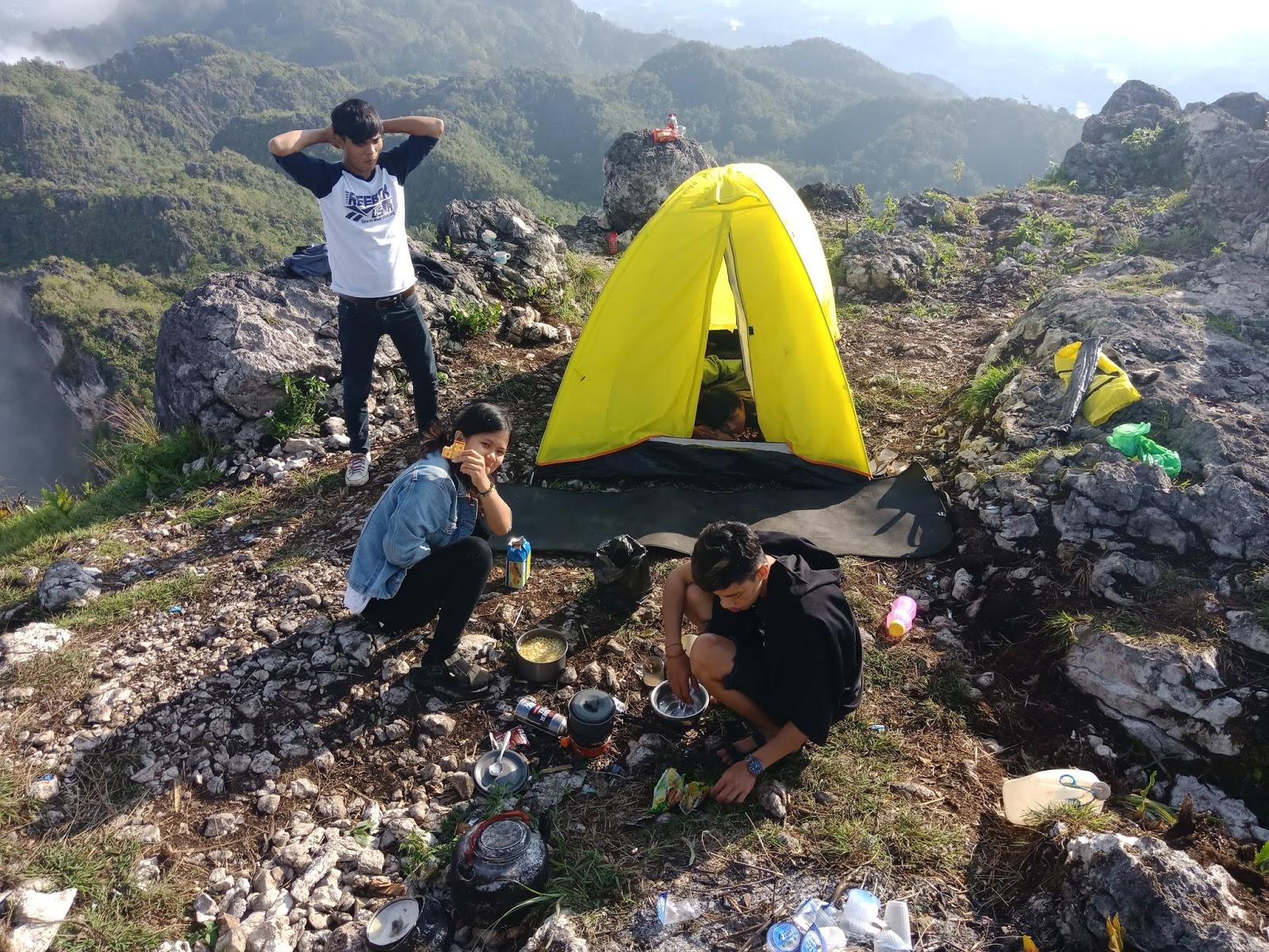 Puncak Gunung Parimata