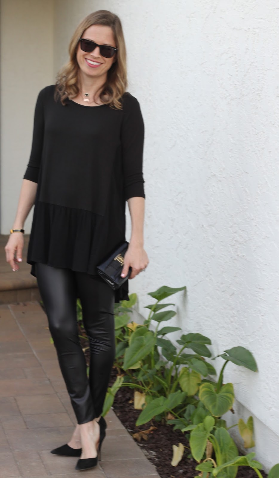 all black blogger outfit