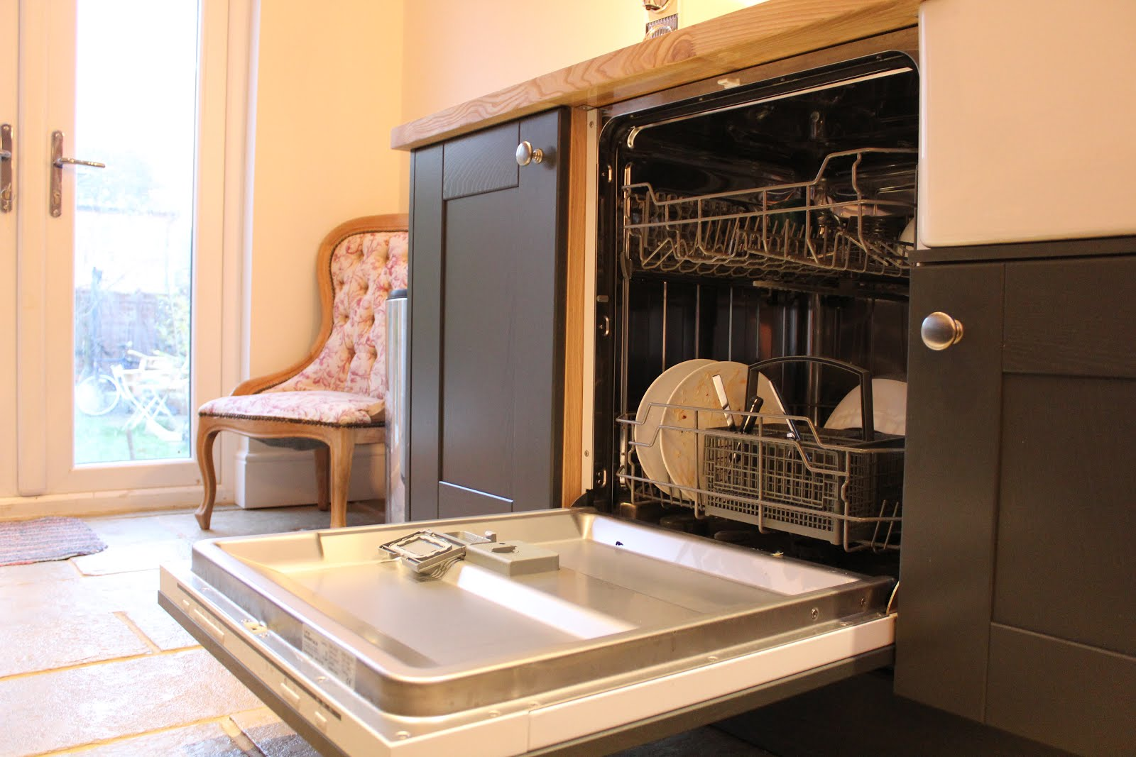 Currys Essential Integrated Dishwasher