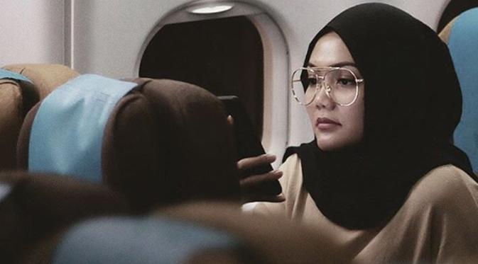 Rina Buka Suara Mengapa Lepas Hijabnya