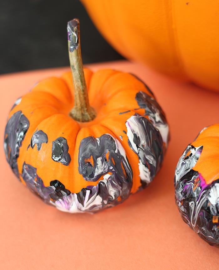 Diy ideas para halloween caf largo de ideas decoraci n lifestyle kids y orden - Calabazas de halloween pintadas ...