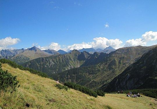 Widoki z zejścia na Kondracką Przełęcz.