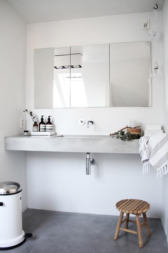 Wooden bathroom stool | Image by Elisabeth Heier