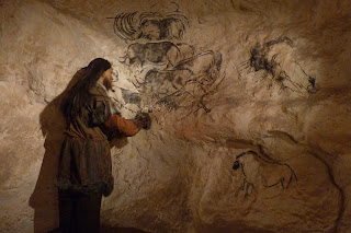 Pequeña reconstrucción de parte de la cueva.
