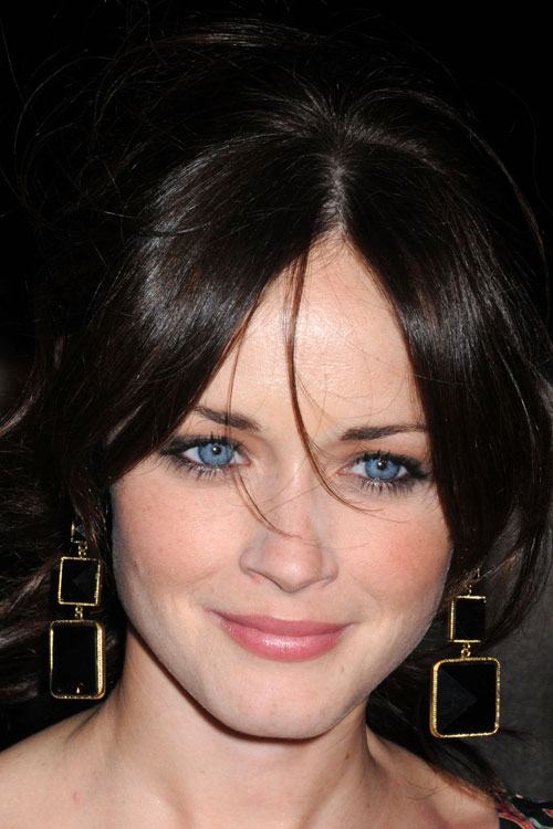 Alexis Bledel Style Hairstyles And Dresses Celebrity