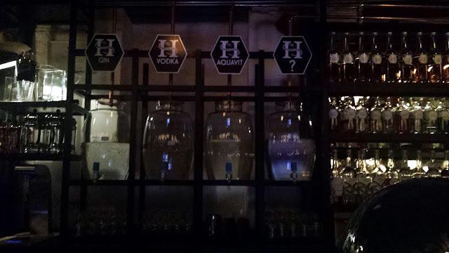 The bar at Himkok.