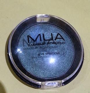 Green eyeshadow makeup