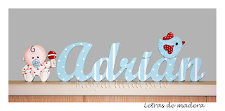 letras de madera infantiles para pared Adrián con siluetas de bebé y pajarito babydelicatessen