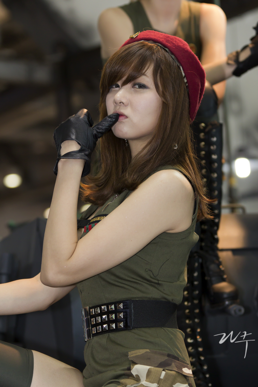 xxx nude girls: Lee Si Eun - G-Star 2011