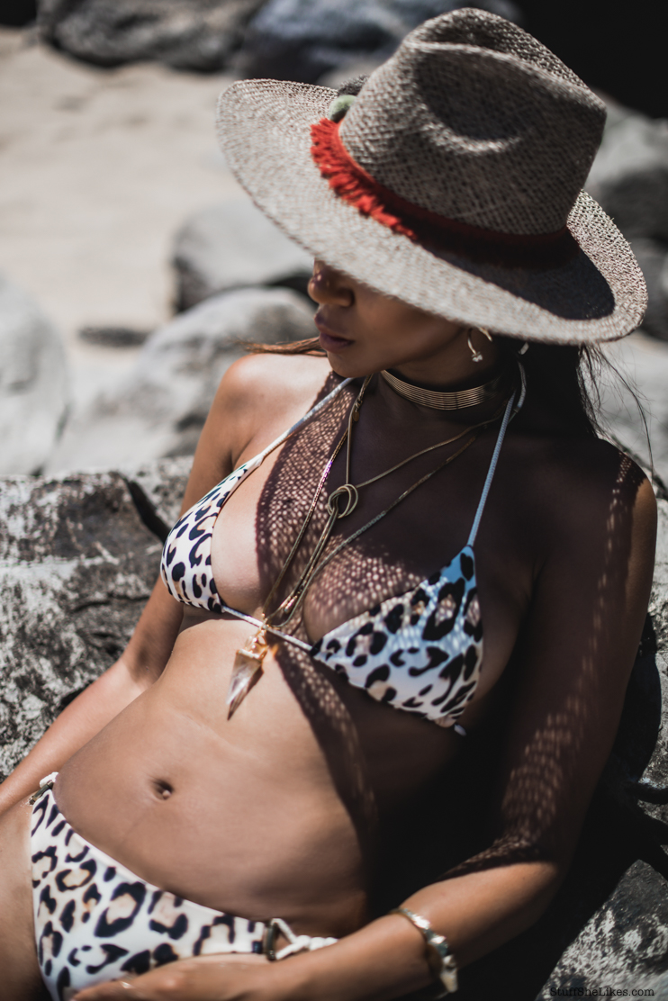 Beach looks, how to dress for the beach, hats for the beach, bikini cover ups, fashion blogger, travel blogger,