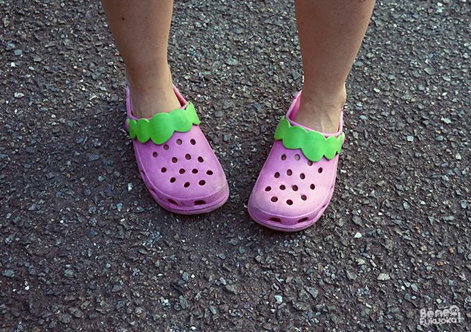 Crocs japonaises fraise