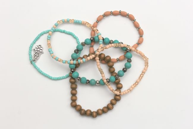 How To Make Your Own Bracelets With Tels Crafts A La Mode