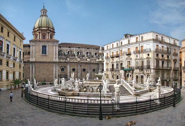 Piazza Pretoria em Palermo na Itália
