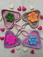 https://laventanaazul-susana.blogspot.com.es/2017/02/200-corazones-con-flores-puff-crochet.html