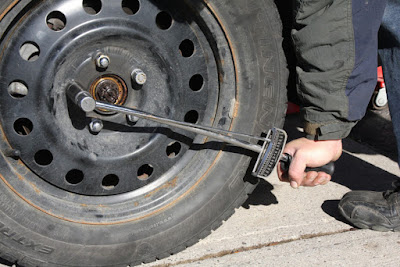 difference between on rim tire change vs off rim tire change image