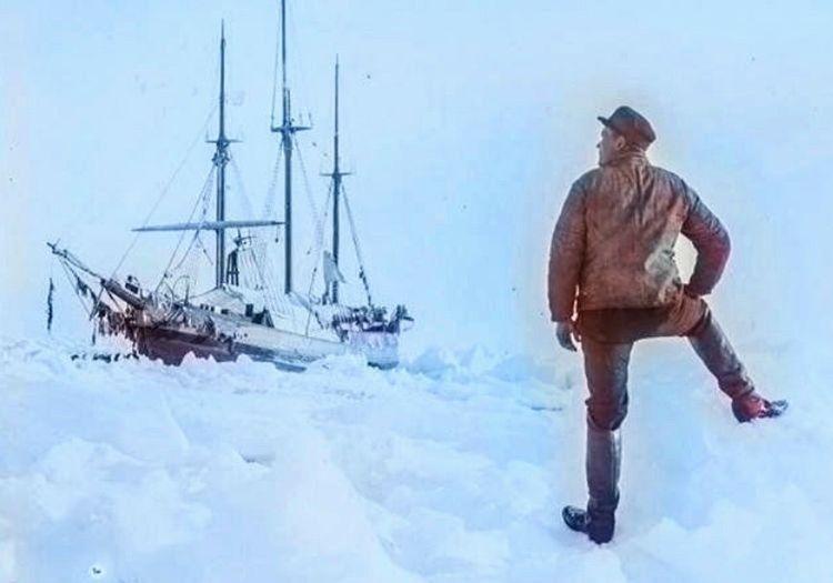 SY Auror gemisi geri dönüştü, görevi bölgedeki tüm araştırmacıları evlerine götürmekti.