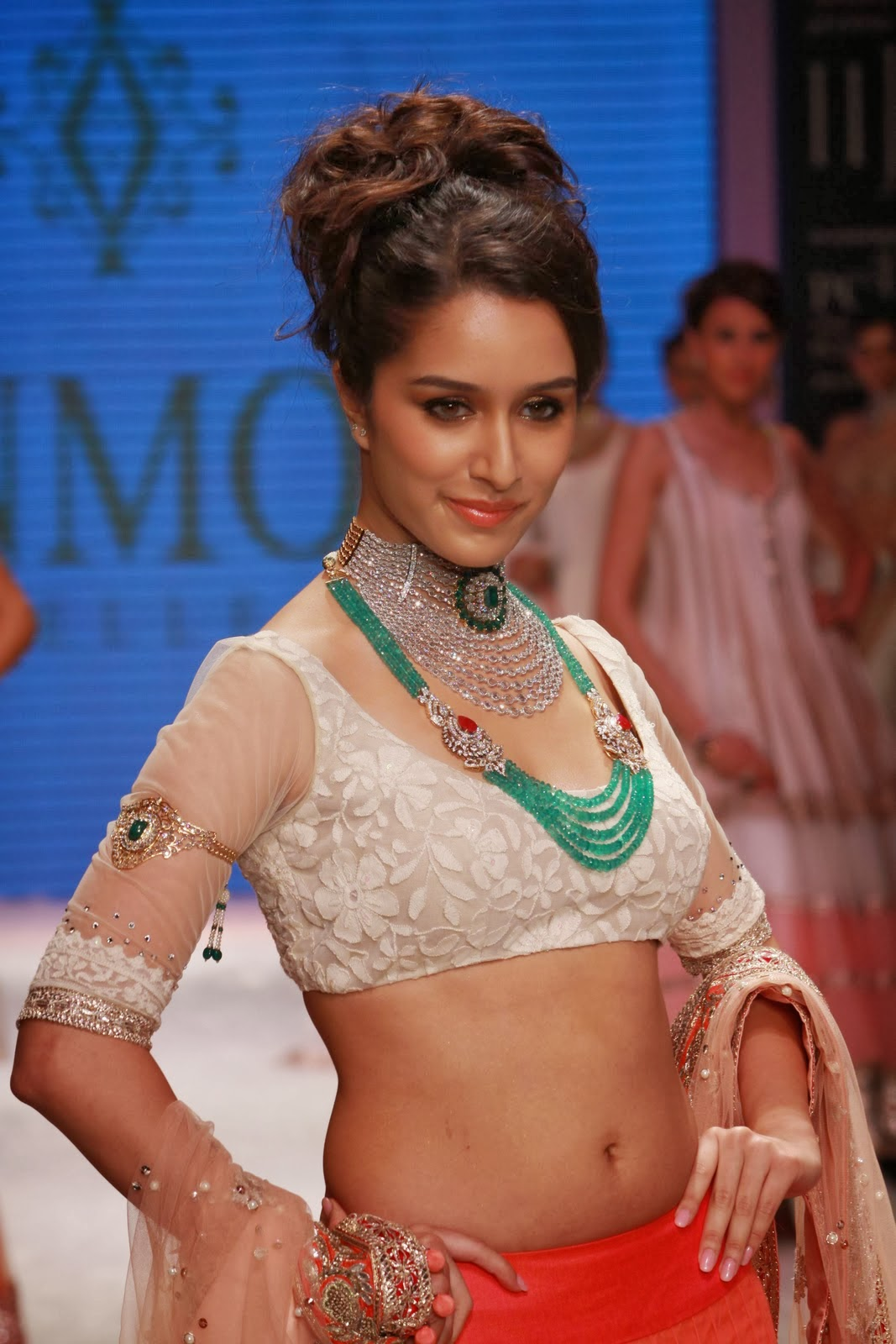 http://4.bp.blogspot.com/-ZzWTt62zROg/Uk7gWwx9i4I/AAAAAAAAANw/Q1LYaPBtBqY/s1600/Shraddha+Kapoor+(5).jpg