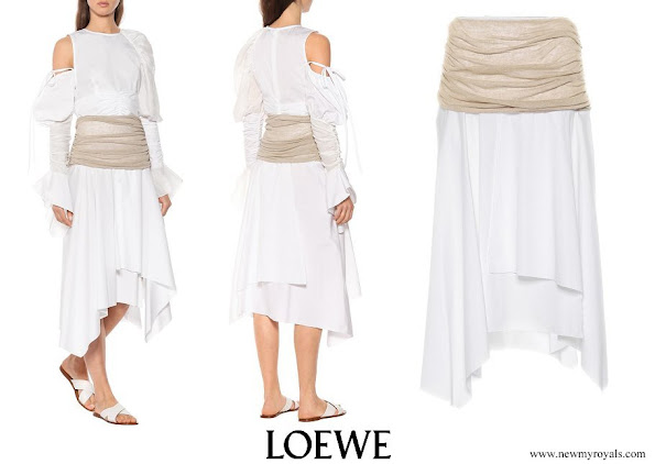 Queen Rania wore Loewe white cotton and linen midi skirt