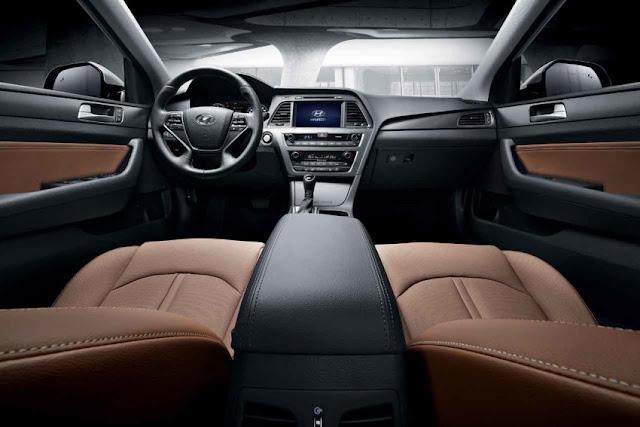 Nội thất của Hyundai Sonata tương đối rộng rãi