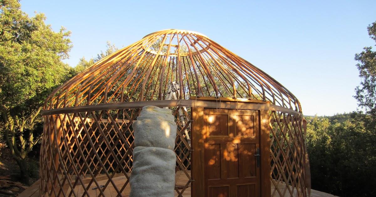 l 39 atelier des coureurs des bois diff rence entre la yourte kirghize et la yourte mongole. Black Bedroom Furniture Sets. Home Design Ideas