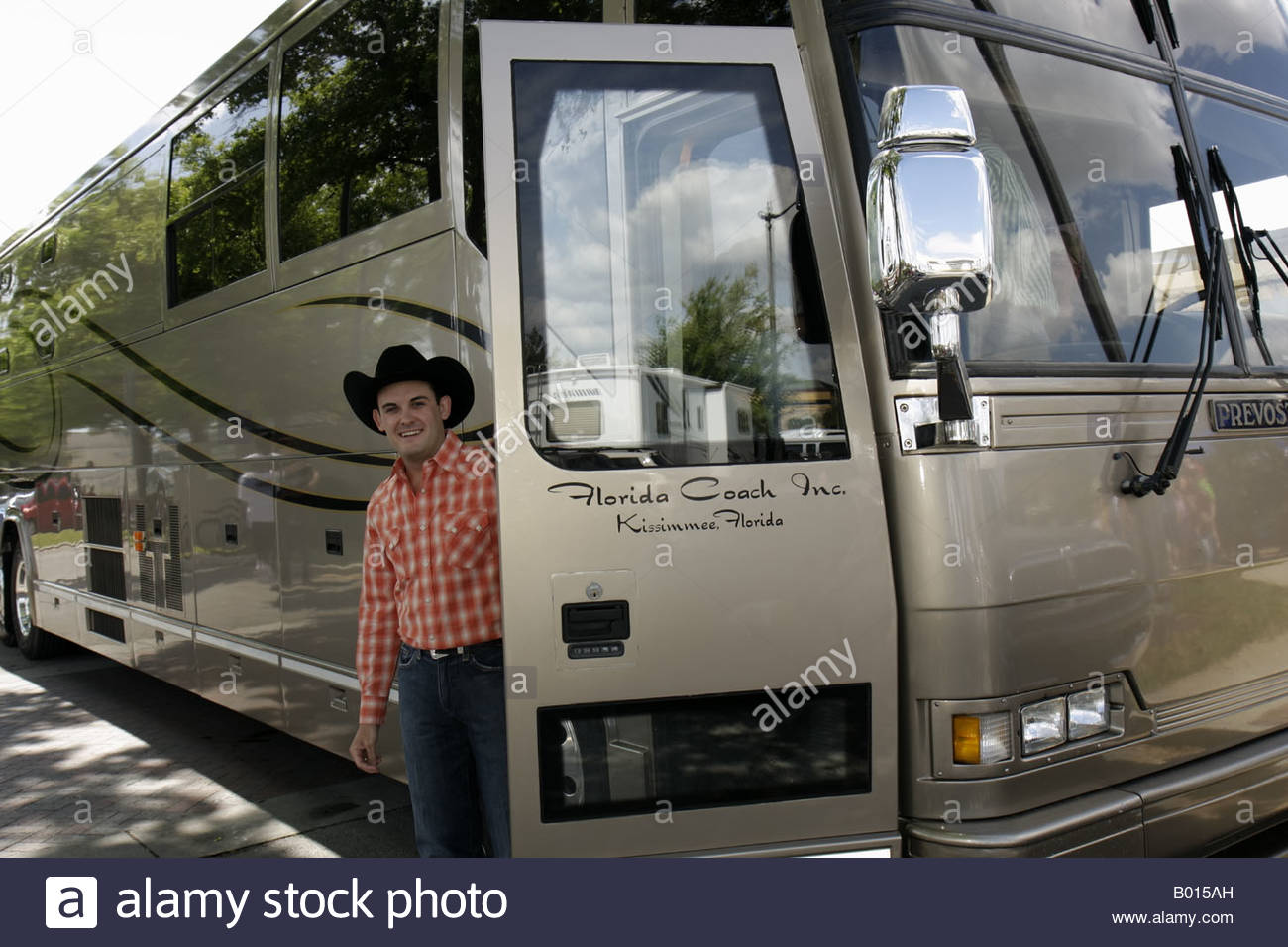 Pictures Of Country Music Stars Tour Buses