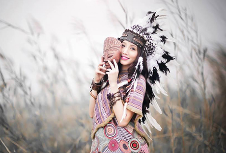 Hot girl Ngan Bung dressed as a beautiful Aboriginal Women