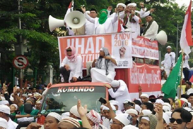 Didampingi Dua Wakil Ketua DPR, Habib Riziq Mulai Berorasi