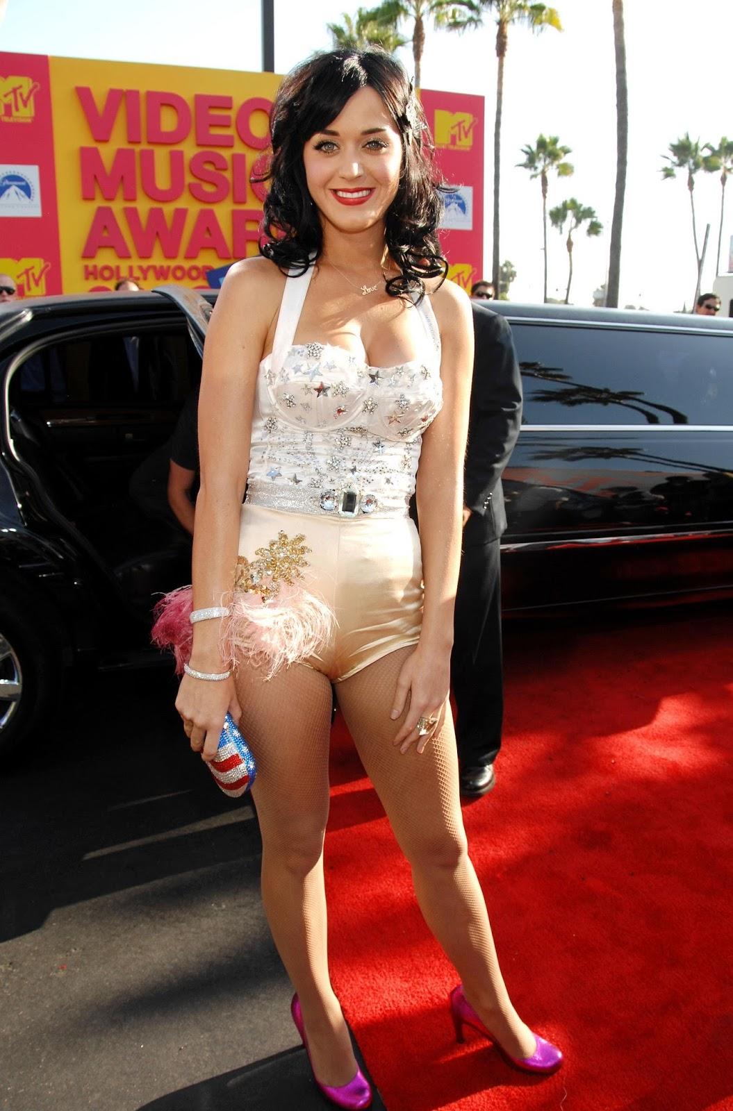 Red Carpet Dresses: Katy Perry - MTV VMA 2008