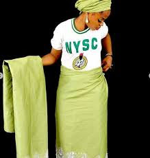 Lady Turns Her NYSC Uniform Into Wrapper & Blouse (Photos)