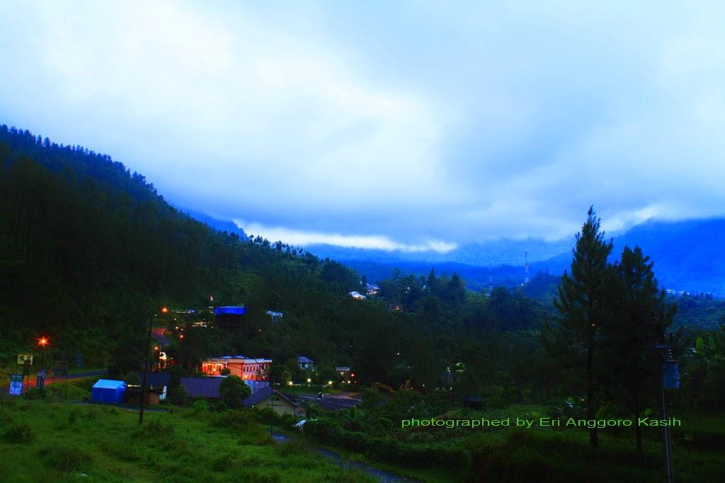Landscape Taman Wisata Air Panas Guci di pagi hari.