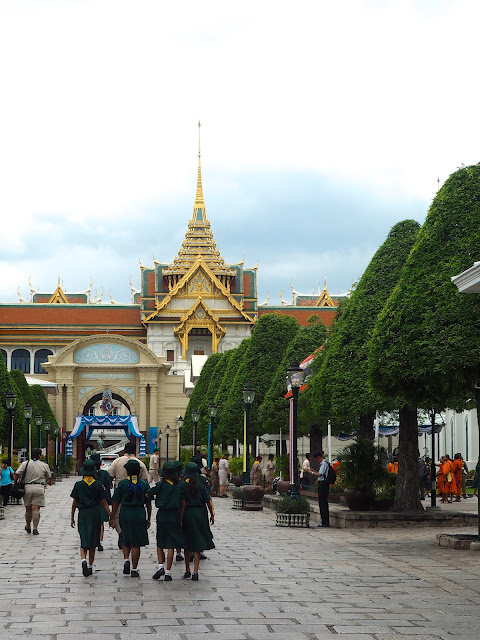 Peek in through the gates of the Grand Palace, Bangkok, Thailand