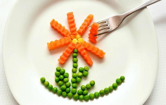 Piatto con cibo vegetariano