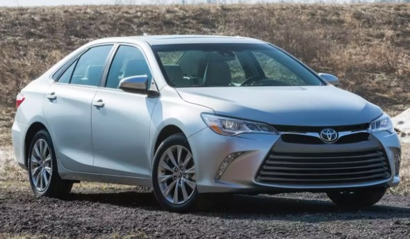 Used 2017 Toyota Camry SE Sedan Review & Ratings