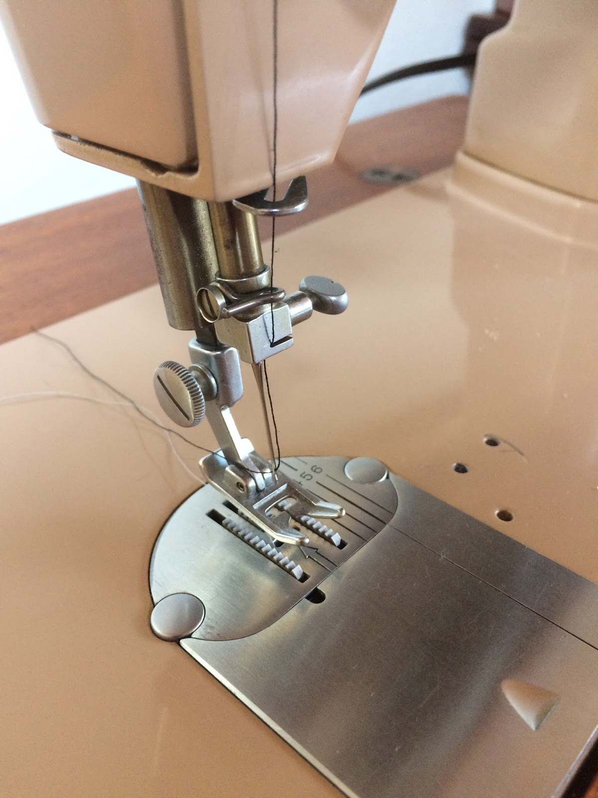Vintagesewingroom Singer 99 K Sewing Machine Threading Diagram The 401 Is Top Of Line Here A Comparison Http Oldsewingearcom Blog Vs 403which For Me