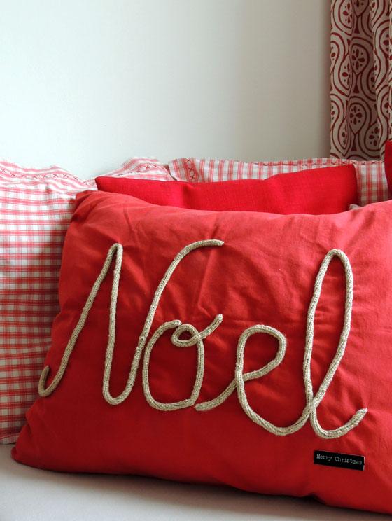 kissen mit schrift affordable x dekokissen hochzeit mr mrs mit kursiver schrift kissen mit. Black Bedroom Furniture Sets. Home Design Ideas