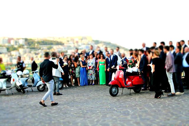 matrimonio, vespa, gente, giovani, sposi, foto, terrazza, invitati