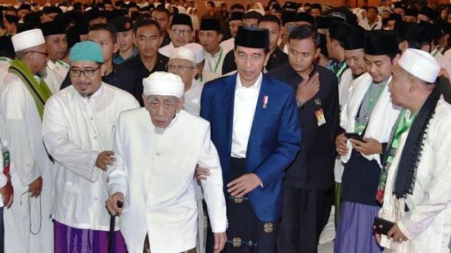 Begini Tanggapan KH Maimun Zubair Tentang Capres Pilihannya Ketika Ditemui Jokowi